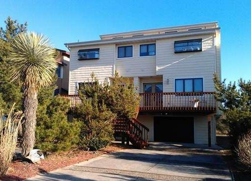 Driveway and house entrance from quiet street - Direct Oceanfront Home, Sleeps 10, stunning ocean - Brigantine - rentals