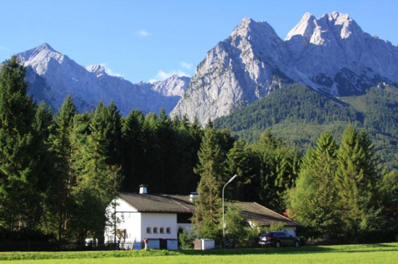 LLAG Luxury Vacation Apartment in Garmisch-Partenkirchen - 1023 sqft, peaceful, modern, quiet (# 4878) #4878 - LLAG Luxury Vacation Apartment in Garmisch-Partenkirchen - 1023 sqft, peaceful, modern, quiet (# 4878) - Garmisch-Partenkirchen - rentals