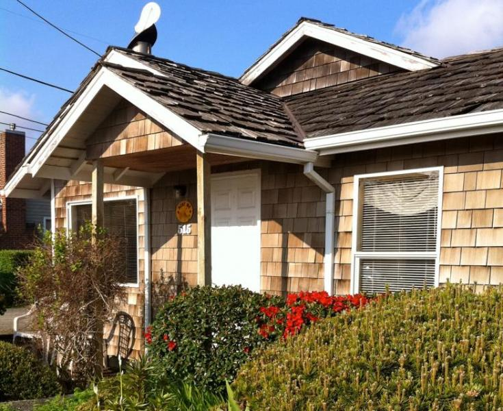 Pet-friendly bungalow with close beach access, room for 6! - Image 1 - Cannon Beach - rentals