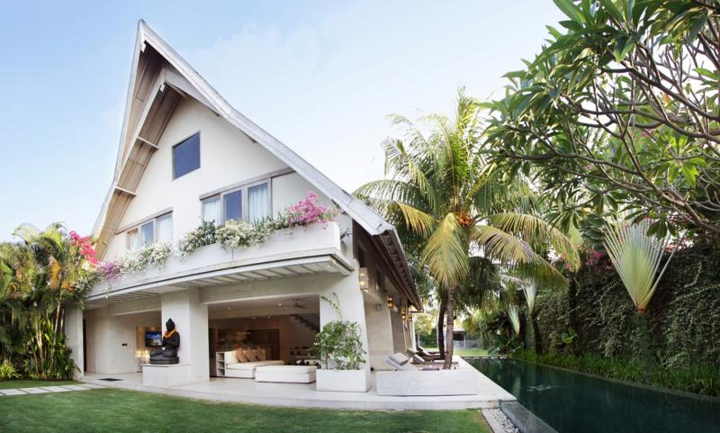 Main Building with Open plan living/dining on ground floor with pool and garden views. - B01 5BDR Pool + Full Service Staff - Seminyak - rentals