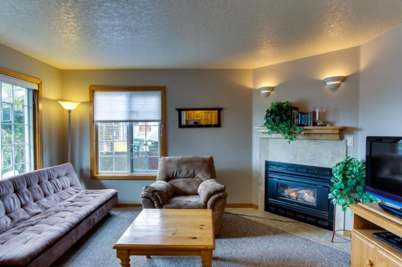 Pet-friendly with close beach access, patio! - Image 1 - Cannon Beach - rentals
