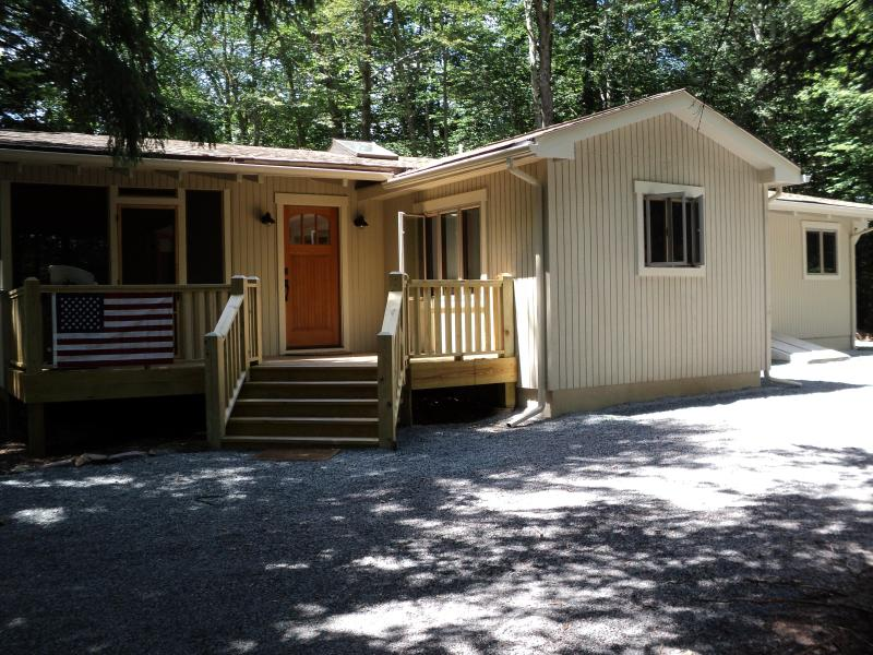 Gorgeous Lake Naomi Mountain Retreat - Image 1 - Pocono Pines - rentals