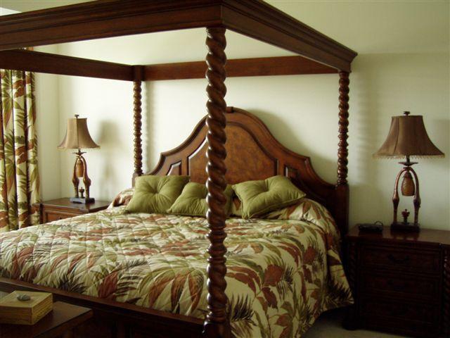 Your Master Bedroom w/ full bath & walk in closet - BEST Golf & Tennis +Panoramic Lake & Fairway views - Naples - rentals