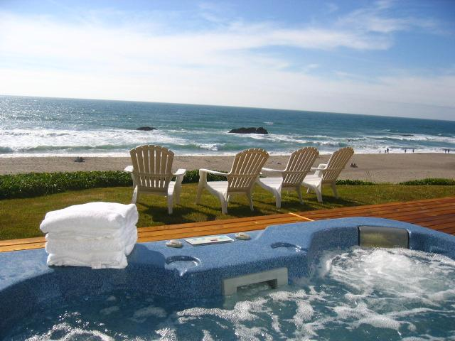 Ahhh. Relax and enjoy the view! - OCEANFRONT, HOT TUB walk to CASINO - Lincoln City - rentals