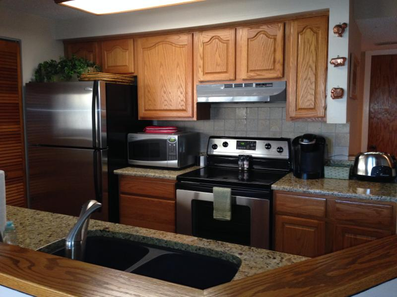 Upgraded kitchen with plenty of supplies! - On the Golf Course/ Member Pass to Pool/Golf - Wintergreen - rentals