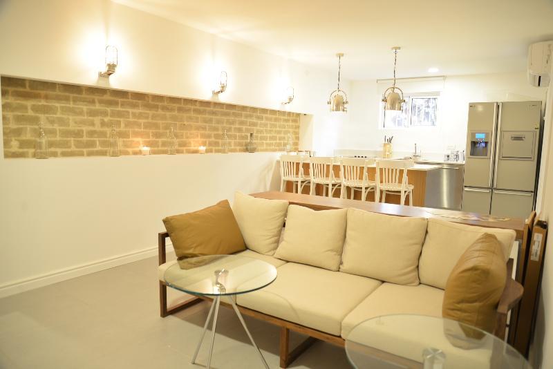 4 Bedrooms Luxury in Dizengoff, near Beach - Image 1 - Gedera - rentals