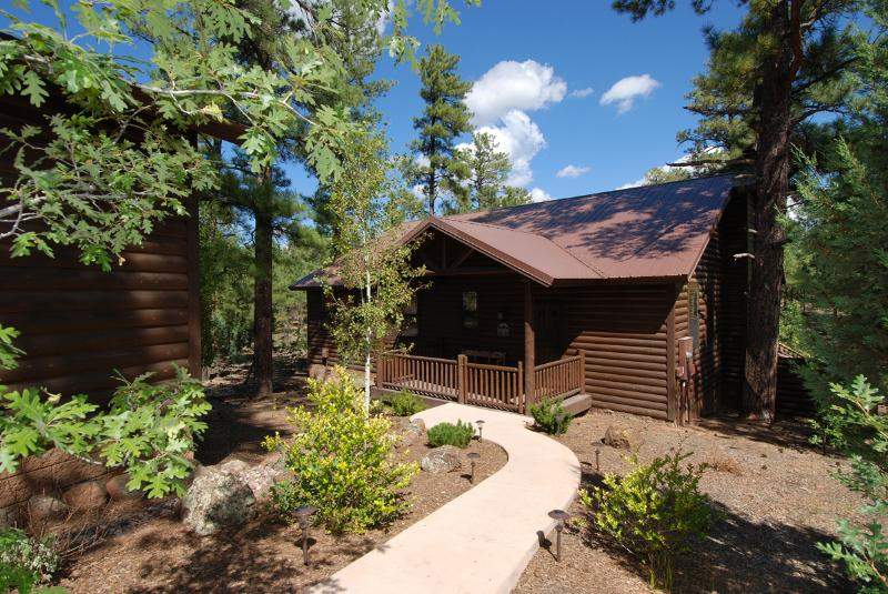 Front of Cabin - Torreon Cabin with Huge Private Deck, Sleeps 7, FREE WiFi - Show Low - rentals