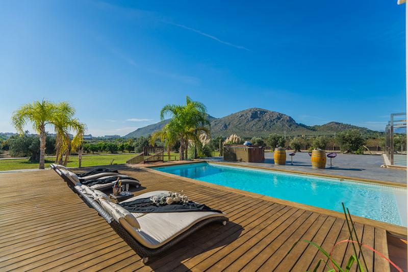 Finca de les Oliveres: large pool, jacuzzi, garden - Image 1 - Alcudia - rentals