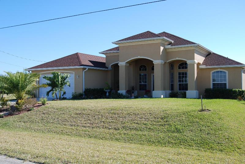 Front - Waterfront House Bermuda with Pool and Spa - Cape Coral - rentals