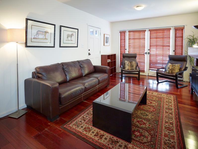 Living room - 2 bed 2 bath Beach Bungalow Duplex, block to beach - Los Angeles - rentals