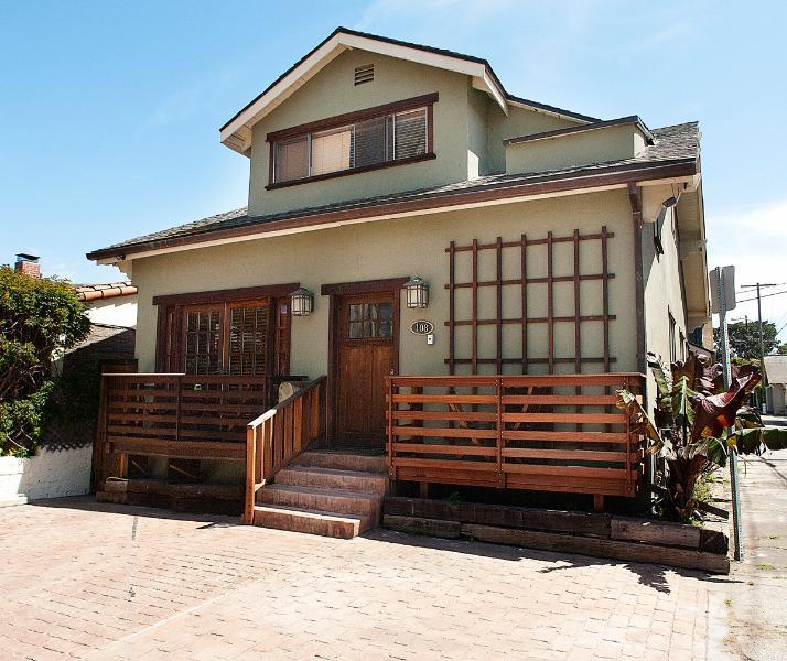 Front of property - 1 block to beach, 4 bedrooms 3 bath - Venice Beach - rentals