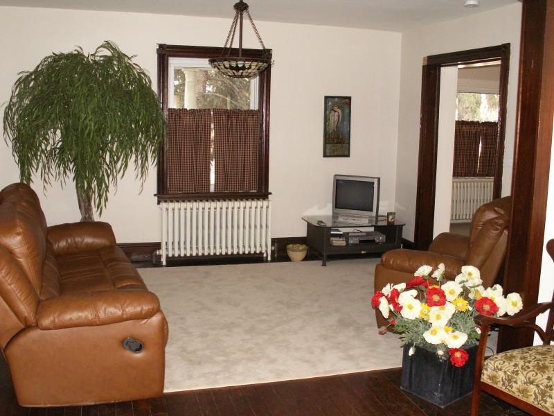Living room - Family Vacation home with a pool in Dutch country, Pa - Paradise - rentals