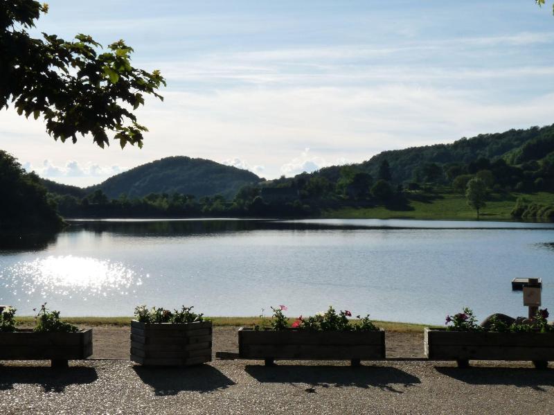Lakeside near Laguiole - Comfortable Mobilhome - Image 1 - Eyne - rentals