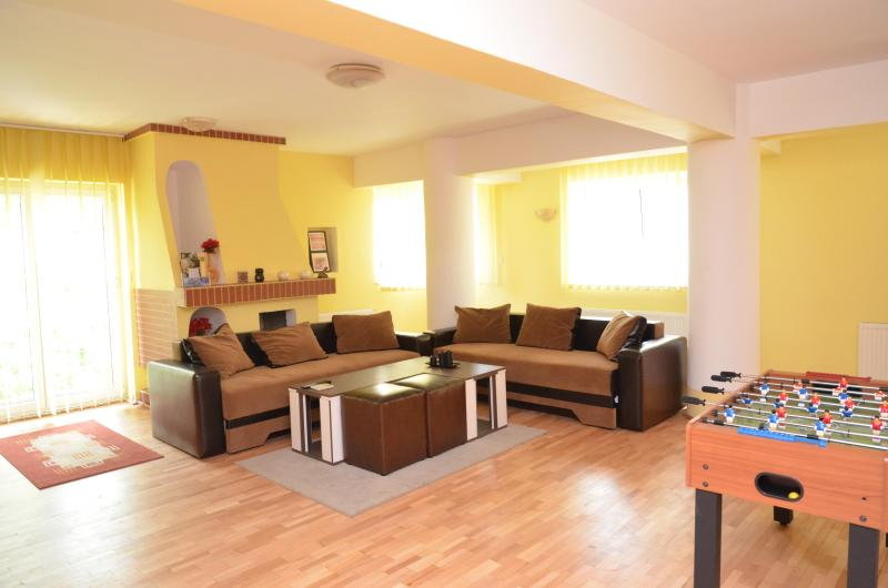 Residenza di Carbasinni - Superior 2-Bedroom Apt - Image 1 - Bucharest - rentals