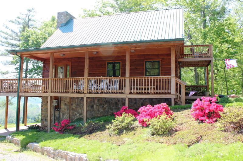 Lost Horizon in Spring - Lost Horizon Cabin on Claytor Lake - Hiwassee - rentals