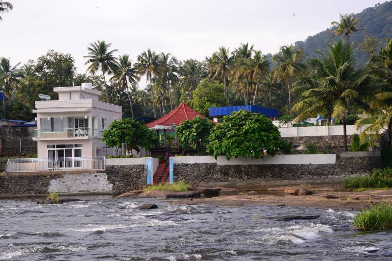 Villa & Gazebo - River's Edge Luxury Riverside Villa, Athirappilly - Chalakudy - rentals