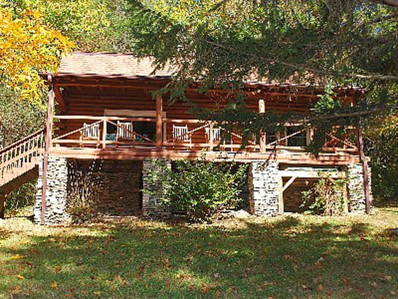 Eagles Rest Lodge - Image 1 - Hendersonville - rentals