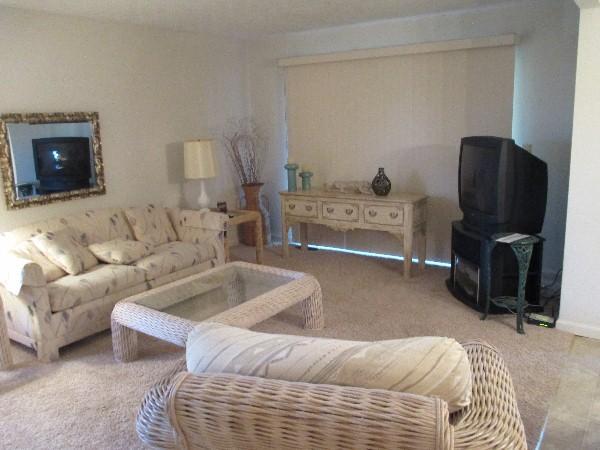 Living Room - 043-1 - Bronston - rentals