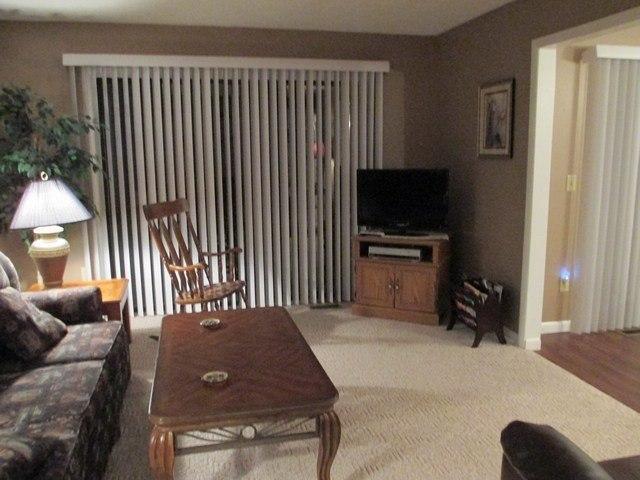 Living Room - 084-1 - Bronston - rentals
