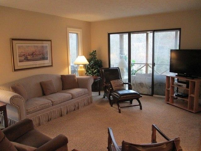 Living Room - 098-1 - Bronston - rentals