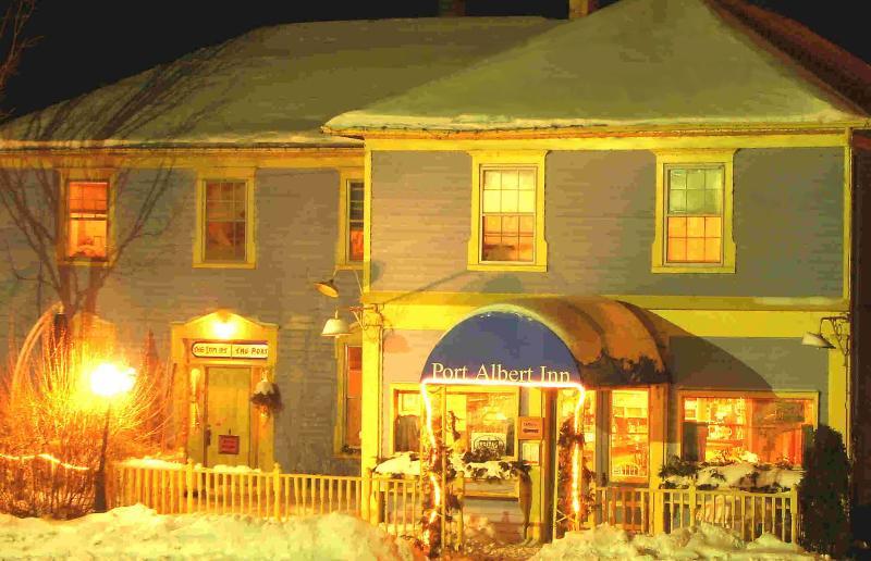 Port Albert Inn on a beautiful winters eve - The Port Albert Inn - A short walk to the beach! - Port Albert - rentals