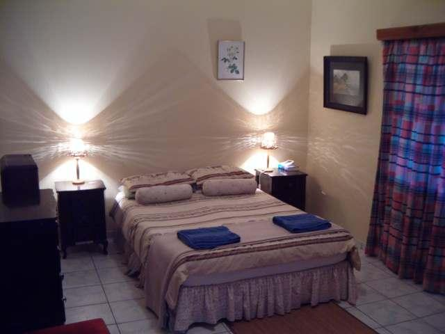 Pete's Place Main Bedroom - Self-Catering Serviced Apartment - Windhoek - rentals