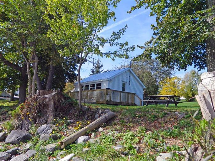 Creasy's Cottages - ORCHARD OASIS - Image 1 - Prince Edward County - rentals