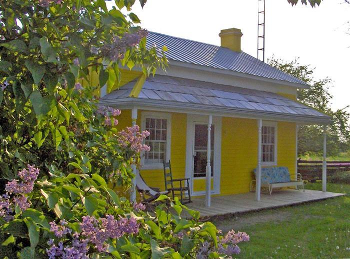 Little Yellow House on Marisett Rd - Image 1 - Prince Edward County - rentals