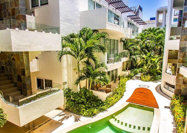 MAMITAS BEAUTIFUL APARTMENT GROUND FLOOR & TERRACE, Modern and New - Image 1 - Playa del Carmen - rentals