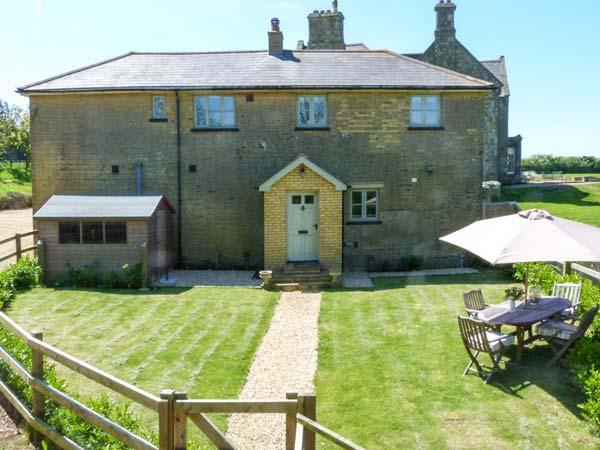 THE COACH HOUSE, coastal cottage with stunning sea views, luxury accommodation in Chale, Ref 20405 - Image 1 - Chale - rentals