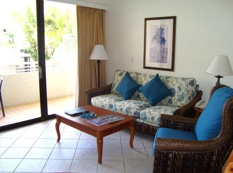 Living room - 1 Bedroom Condo - Limited time offer !! - Sunny Isles Beach - rentals