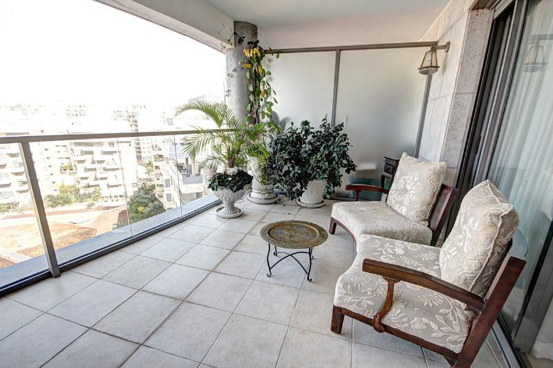 Relax un a beautiful balcony - Israeli Boutique Condo Fully Kosher - Gedera - rentals