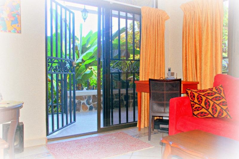 View from living room to large terrace - Romantic little hideaway in Manuel Antonio - Manuel Antonio National Park - rentals
