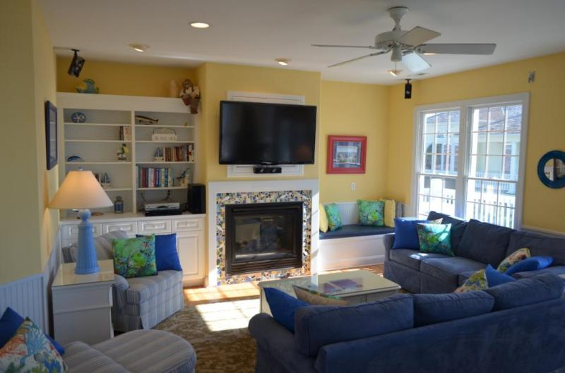 Living area with flat screen TV - EVERMORE luxury! Pool/elevator/hot tub/sleeps 16 - Emerald Isle - rentals
