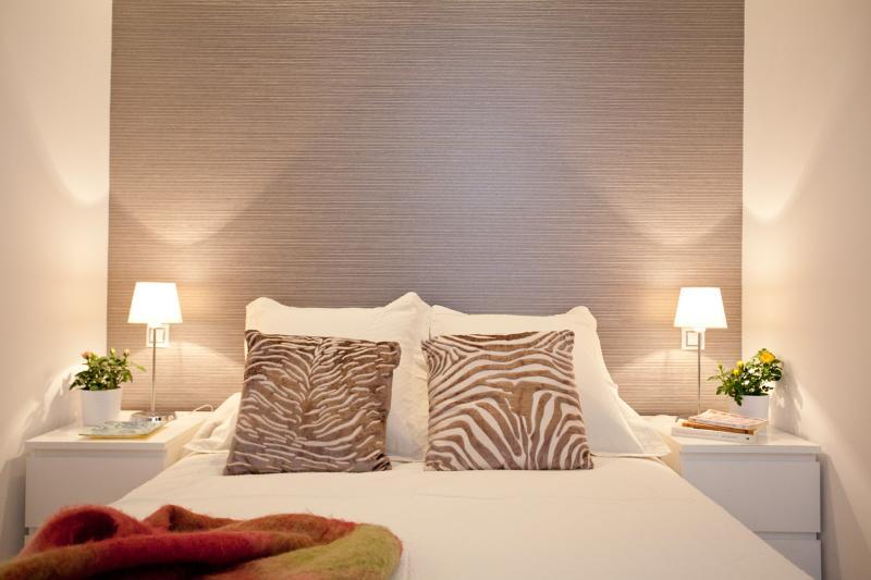 QUITE & COZY  central  DALI SUITE - Image 1 - Madrid - rentals