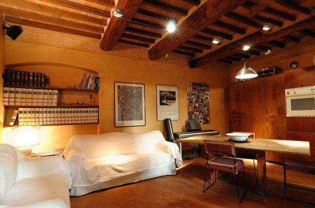 Living room - Cozy Tuscan Apartment in 15th Century Building in Italy - Arezzo - rentals