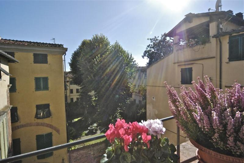 MariaRosa, Luxury Rental in Lucca, Tuscany - 4 bedrooms apartment with Terrace in Lucca - Lucca - rentals