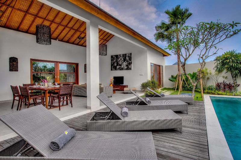 ECHOBEACHVILLA, beachfront open for 1BR booking - Image 1 - Canggu - rentals