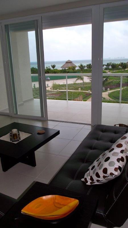 Amara Cancun 2nd Floor Beachfront Condo - Image 1 - Cancun - rentals