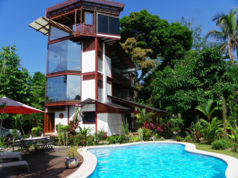 The tower overlooks the swimming pool. - La Casa del Mango - Cahuita - rentals