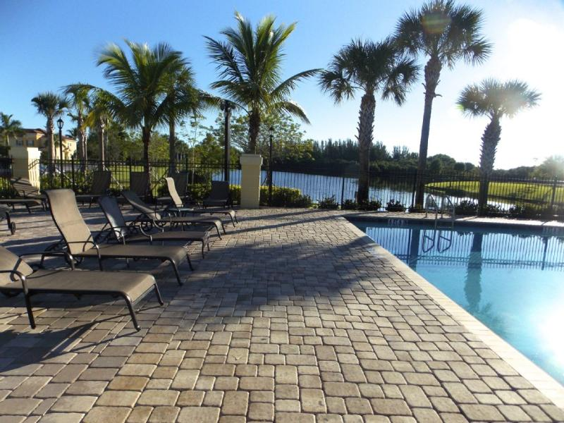 Sail Harbour Pool - 3 Bed/2.5 Bath Condo|Sail Harbour-Healthpark Area - Fort Myers - rentals