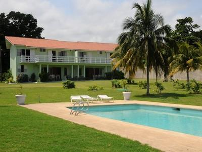 PARADISE PMM - 128104 - LOVINGLY RENOVATED 4 BED | OCEANFRONT VILLAS WITH POOL - OCHO RIOS - Image 1 - Ocho Rios - rentals