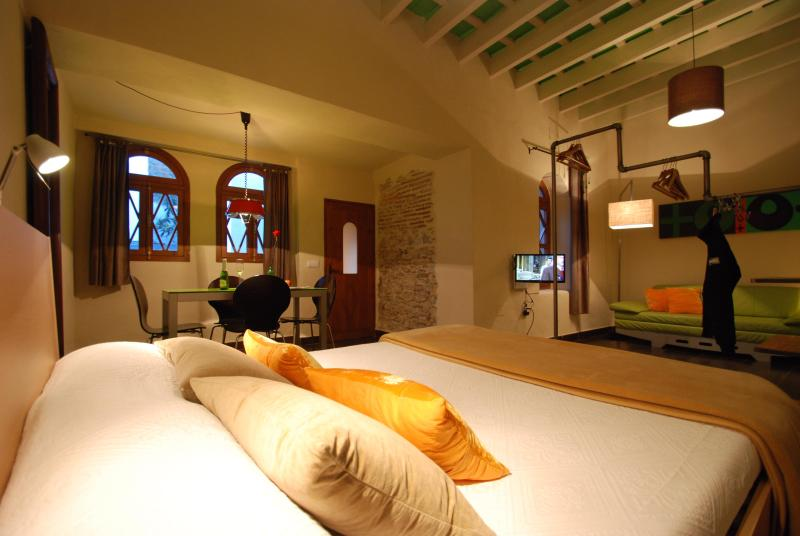 room with king size bed - Lakoa Suite with garden in the historic center - Tarifa - rentals