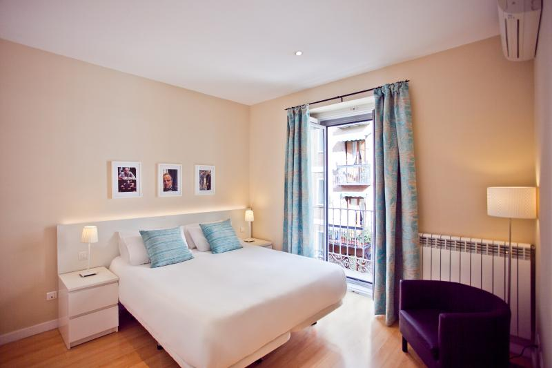 2 Bedroom Fully Equipped Apartment - Image 1 - Madrid - rentals