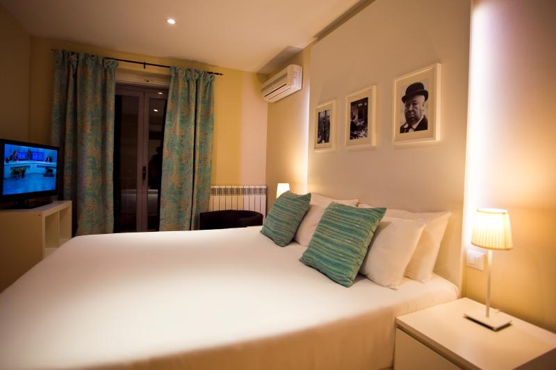 Central to Great Shopping & Dining - Image 1 - Madrid - rentals