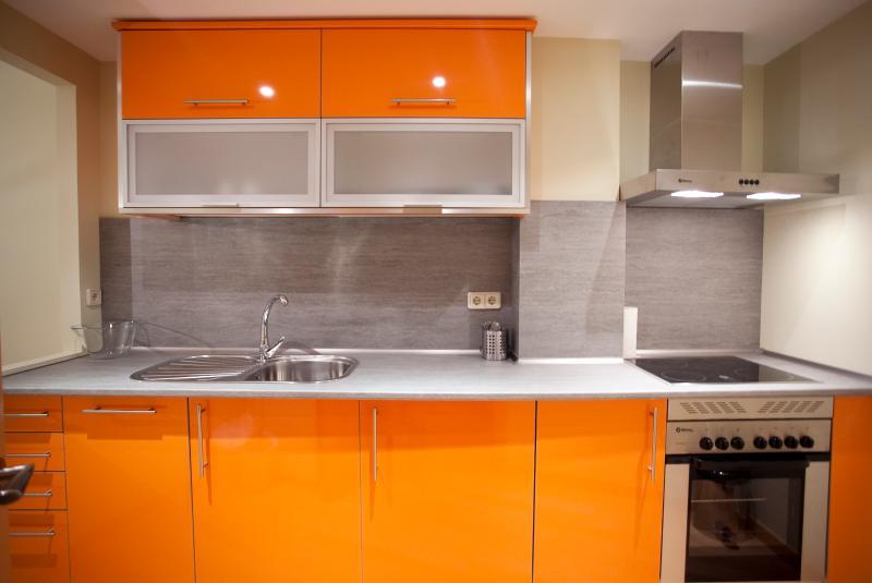 2 Bedroom & Bath & Climate Control - Image 1 - Madrid - rentals