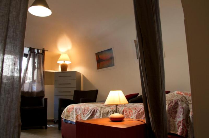 Bed and living room - HomeHoliday Igloo Politeama Palermo - Palermo - rentals
