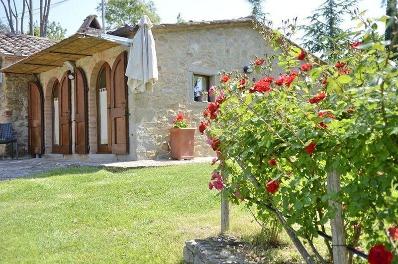 Characteristic Tuscan Farmhouse Near Cortona - Poggio Villaggio - Image 1 - Cortona - rentals