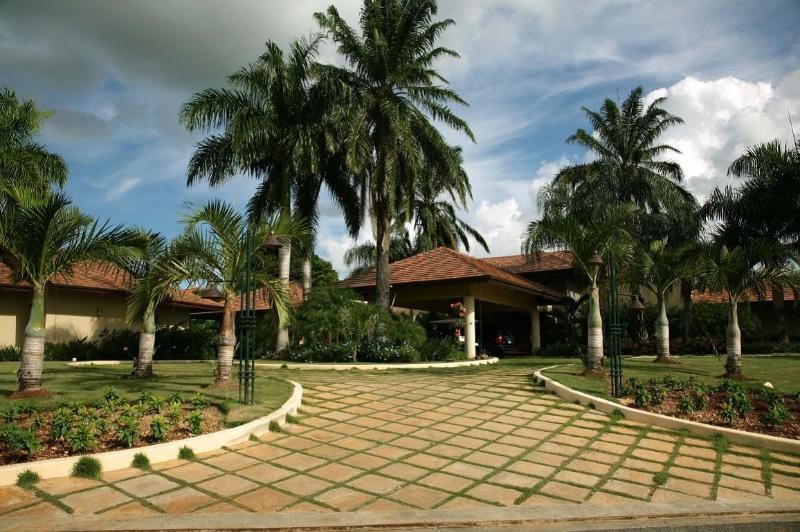 Property Entrance - Villa Chavón, Full Staff; Up To 40% Off! - Altos Dechavon - rentals