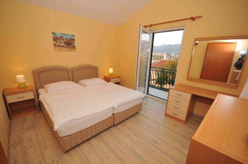 Charming house with a swimming pool and city view - Image 1 - Trogir - rentals
